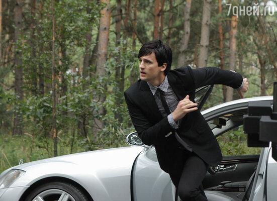 В разгар осени популярный певец Дмитрий Колдун сбежал подальше от города, в лес