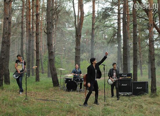 По замыслу сценариста Владимира Нефедова артисту предстояло сыграть концерт в лесу