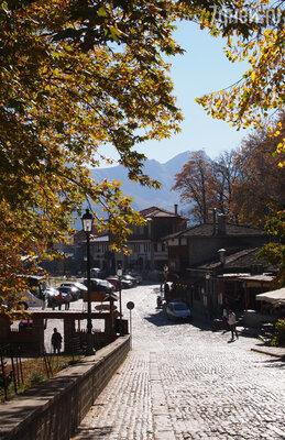 Поселок Мецово, расположенныйв горах на высоте 1160 метровнад уровнем моря, считается одним из живописнейших традиционных поселений в Греции.