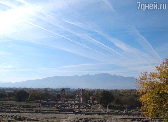От Салоник за пару часов можно добраться до города Филиппы, руины которого лежат неподалеку от города Кавала. В древности Филиппы был городом военных.
