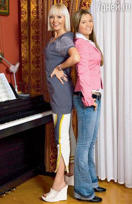В повседневной жизни Валерия одевается подстать своей 15?летней дочке. Никаких шпилек, удобно, спортивно, молодежно