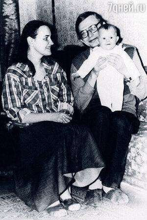 Елена Земляникина с мужем Александром Жарковым и дочерью