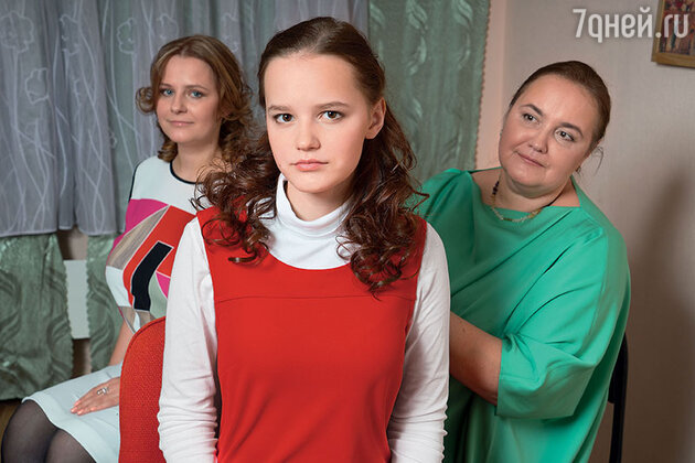 Елена Земляникина с дочерьми — Машей и Полей