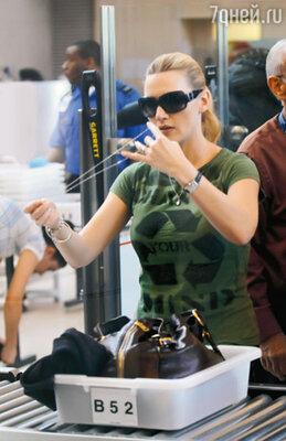 В аэропорту Кейт Уинслет на несколько секунд рассталась с «Оскаром»...