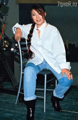 На свой первый альбом Анита Цой заработала, торгуя нарынке в Лужниках