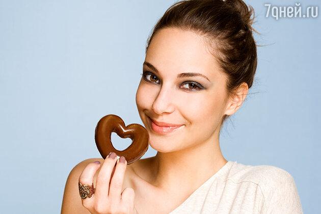 Вплоть до начала XIX века шоколад употребляли только в качестве напитка, пока европейцы не научились получать из бобов какао-масло, позволившее твердому шоколаду сохранять свою форму