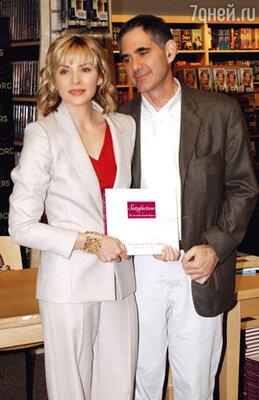 Со своим третьим мужем Марком Левинсоном на презентации книги — их совместного труда. Лондон, апрель 2002 г.