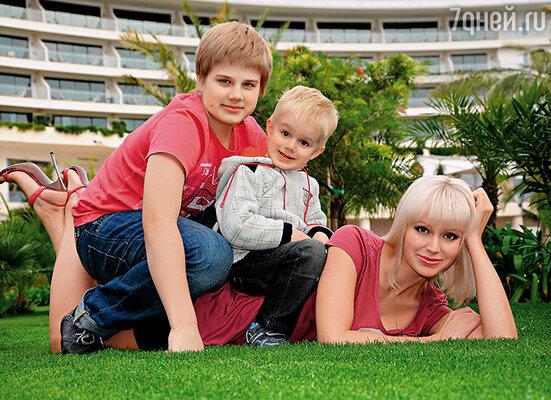 С сыновьями Арсением и Анатолием в Турции
