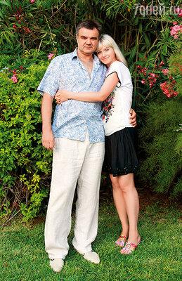 С мужем Александром  на Кипре