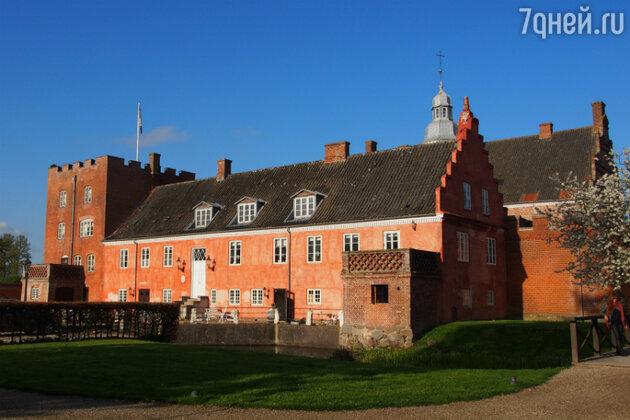 Замок Брохольм (Broholm castle) на острове Фюн