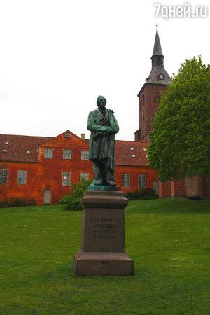 Памятник Гансу Христиану Андерсену в Оденсе