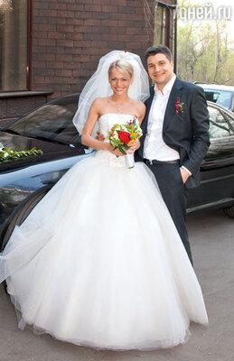 Анна Хилькевич: «Я думала, этот брак навсегда. Даже взяла фамилию мужа, чего актрисы обычно неделают» (Анна Хилькевич в день свадьбы с Антоном Покрепой. 2011 год)