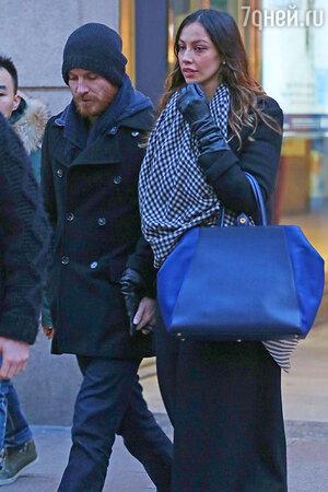 Майкл Фассбендер (Michael Fassbender) встречается с итальянской фотомоделью Мадалиной Генеа (Madalina Ghenea).