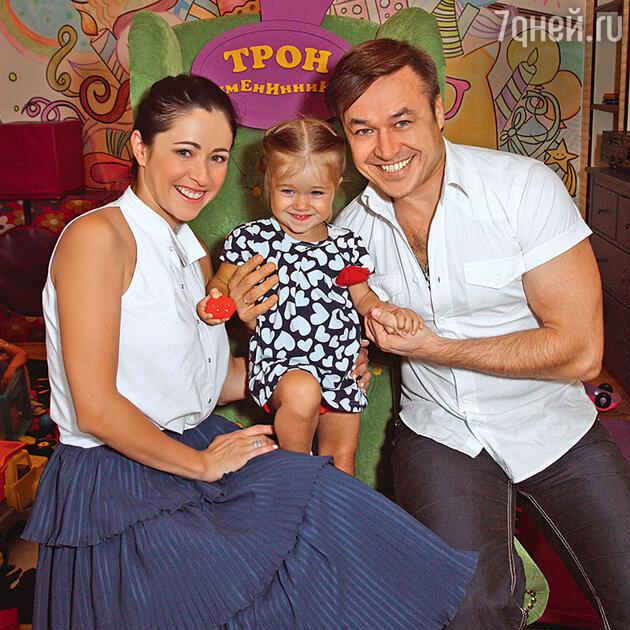 Любовь Тихомирова с мужем Ласло Долински и дочкой Любавой