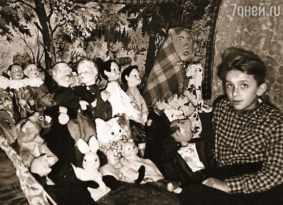 Женя со своим кукольным театром