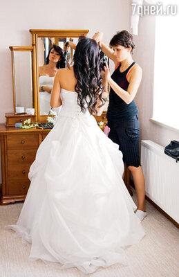 «В кино я уже надевала свадебный наряд. Но когда наряжаешься к собственной свадьбе, это совершенно другие, волшебные ощущения»