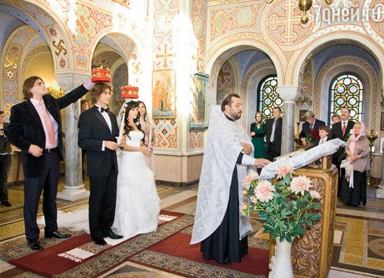Доверенными лицами жениха и невесты был младший брат Чернышева Александр и подруга Заворотнюк Нана
