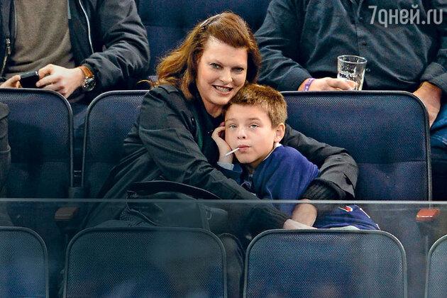 Линда Евангелиста с сыном Августином. Нью-Йорк, 2014 г.