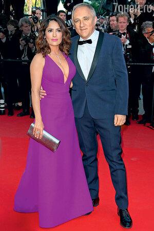 Сальма Хайек с мужем Франсуа-Анри Пино на Каннском кинофестивале. Май 2015 г.
