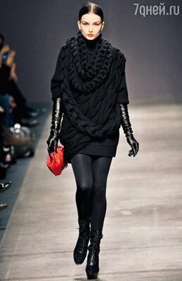 Пример для подражания от «Iceberg» — платье-свитер плотной вязки с декоративными косами
