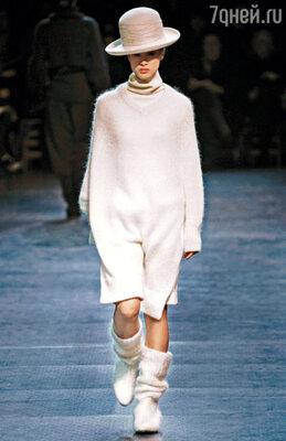 Главный конек этого предельно простого платья — девственно-белый цвет. «Limi Feu»