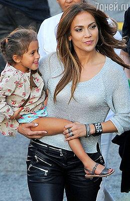 С дочерью Эммой в Лос-Анджелесе. 2011 г.
