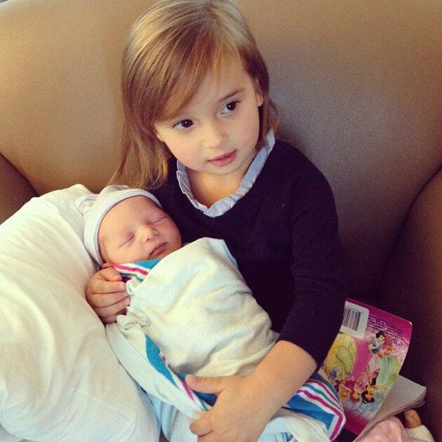 Старшая дочь Иванки Трамп Арабелла с новорожденный братом