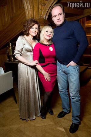 Ксения Хаирова с мужем и Ирина Грибулина