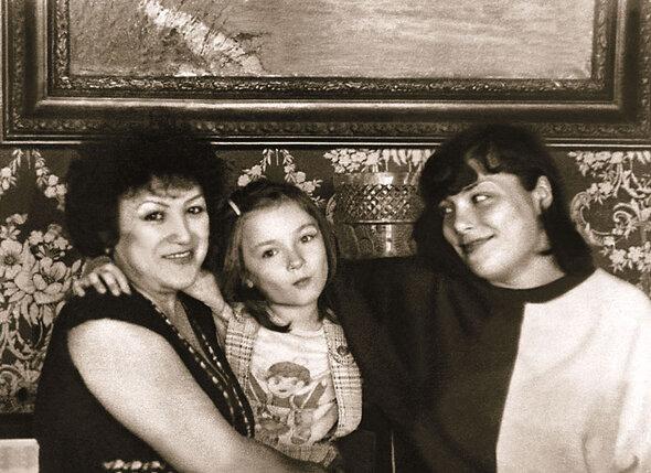 Первая жена Ободзинского Нелли с дочерьми — Лерой и Анжелой