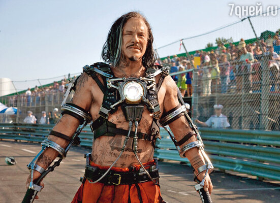 Кадр фильма Железный человек 2»
