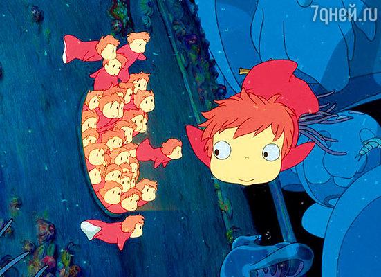 Кадр мультфильма «Рыбка Поньо на утесе»