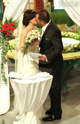 Ни жених, ни невеста и не собирались жениться! Над ними просто пошутили друзья и подружки, которые написали заявки в редакцию программы ради хохмы
