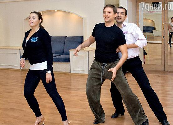 Как и большая часть участников проекта, Артем Михалков никогда не занимался танцами. Выяснилось, что это сложнее, чем кажется на первый взгляд
