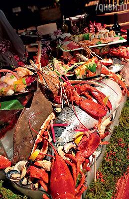 Блюда из свежайшей рыбы, морепродуктов иизысканная сервировка— конек шеф-повара