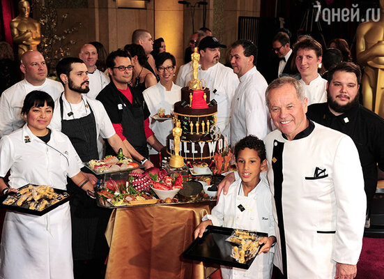 Бессменный шеф-повар церемонии Вольфганг Пак иего коллеги готовы удивить гостей вечеринки после церемонии «Оскар-2014»