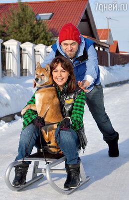 Ольга Шелест с мужем Алексеем Тишкиным напрогулке в Подмосковье
