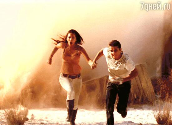 Кадр из фильма «Трансформеры: Месть падших». Меган Фокс и Шайа Ла Баф