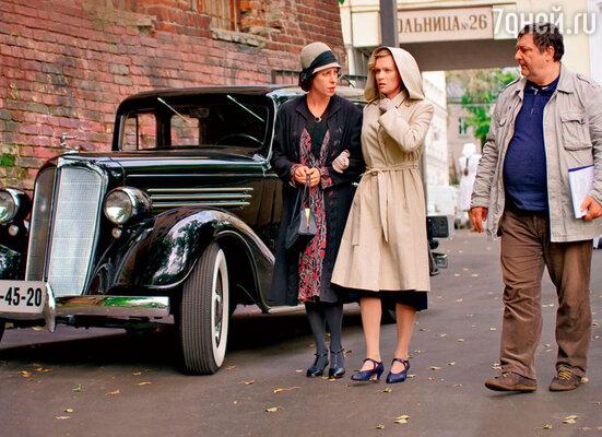 Одна из ключевых сцен — Фаина Раневская (Юлия Рутберг) забирает Орлову из больницы, где актриса сделала аборт