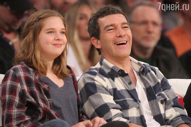 Антонио Бандерас с дочерью Стеллой на спортивных соревнованиях 2013 год