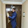 Максим готовится к выходу на церемонию