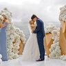 Первый поцелуй в новом статусе - мужа и жены
