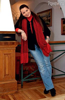 В джинсах и кофте мужа. На вечере закрытого актерского клуба «Театр + ТВ»