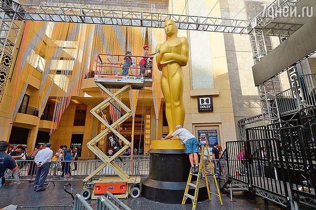 Статуя главного виновника торжества, старого доброго «дядюшки Оскара»