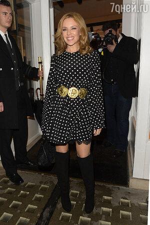 Кайли Миноуг в платье Dolce&Gabbanа из коллекции весна-лето 2014