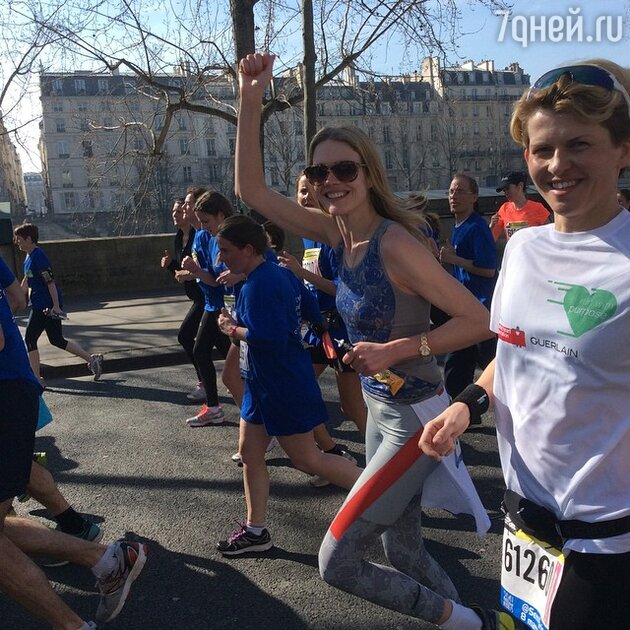 Наталья Водянова с участниками забега