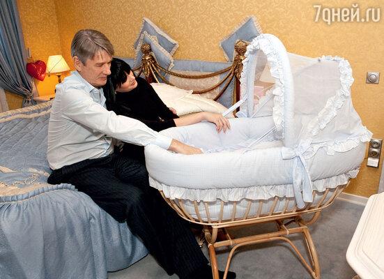 «Юля сделала главное, чтоСаше было нужно в жизни: родила ему дочку, о которой Абдуловвсегда мечтал»