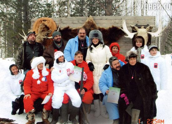 Даже когда в жизни Абдулова появилась его жена Юлия, Дмитракова всегда была рядом. ВХанты-Мансийске, сгостями фестиваля «Духогня». 2006 г.