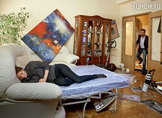 Съемки проходили в обычной московской квартире. ЛизаБоярская и Александр Лазарев-мл.