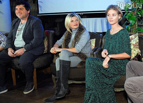 Александр Цекало, ,Анна Шерлинг и Кристина Асмус на пресс-завтраке, посвященном первой презентации проекта «Zолушка»