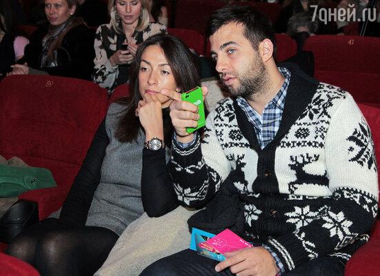 Иван Ургант с супругой на премьере фильма